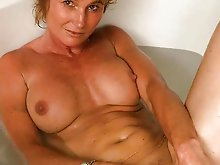 Cock hungry gilf getting nude on camera