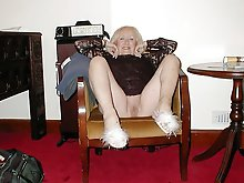 Extravagant older cougar spreading her legs