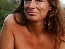 Topless mature mama is showing her hot curves